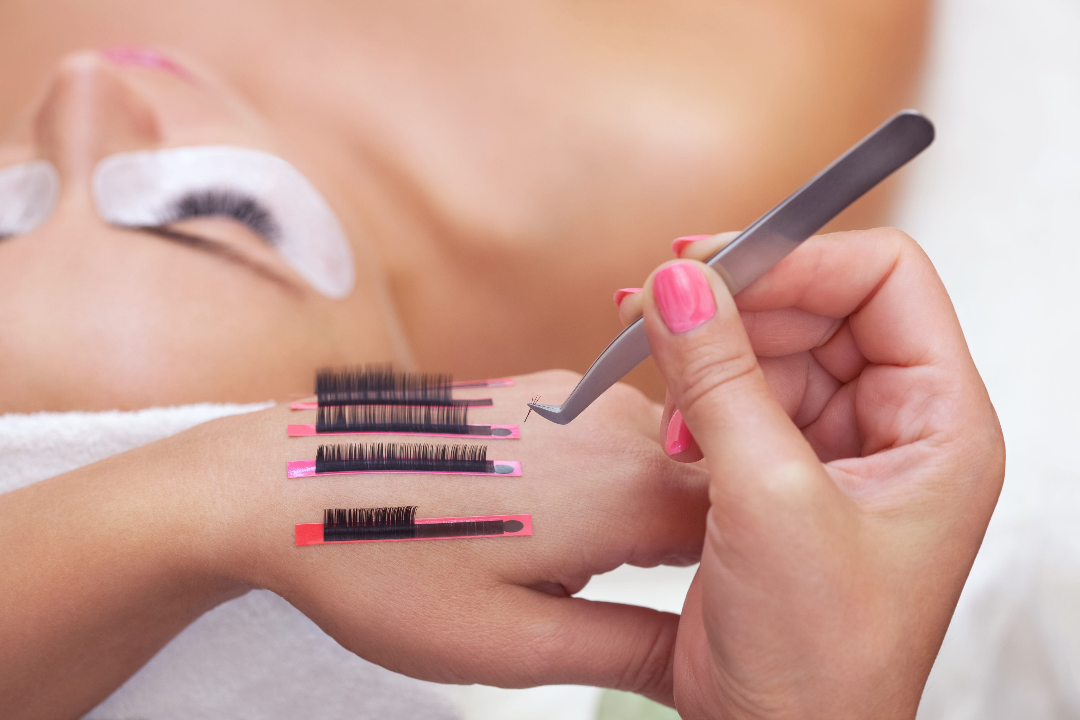 c892c5b5585 Top Tips to Lash Perfection | The Beauty Academy